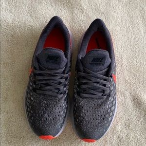 Nike Air Zoom Pegasus 35 Youth size 4) woman's 5.5